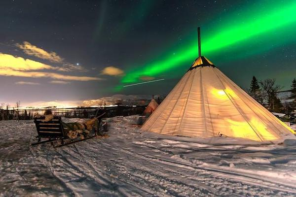 overnight-stay-in-lavvu-northern-lights-and-reindeer-sledding-in-in-troms-348679的副本.jpg